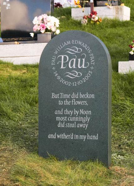 Headstone example with Flowing detail