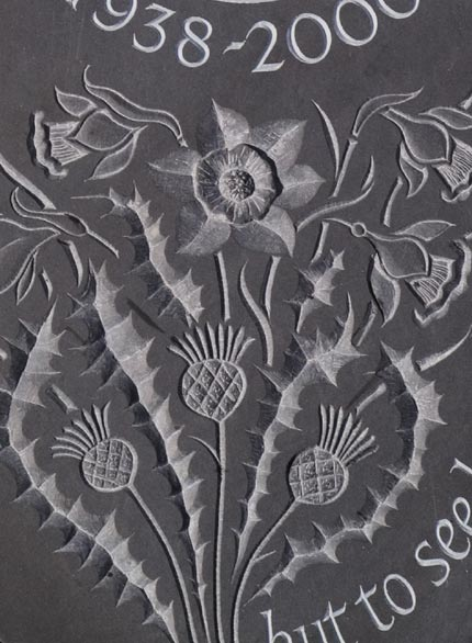 Cremation Tablet Design close up with Daffodils..