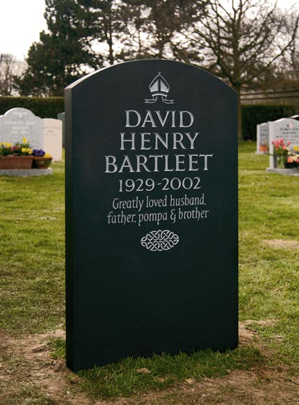 Simple and Dignified Headstone example with Celtic Knotwork detail.