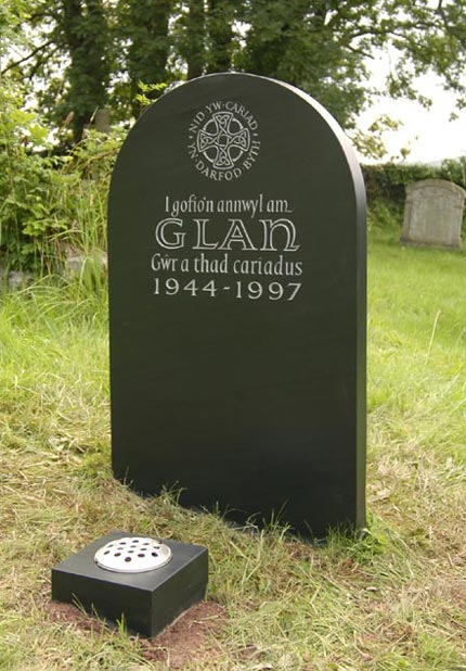Headstone example with Celtic Cross detail.
